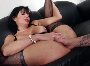 Mr Pete Knuckles Veronica Avluv