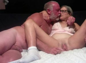 Super-fucking-hot Cougar Makes Out..