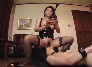 Asian Pussy-smothering Domina Part 1