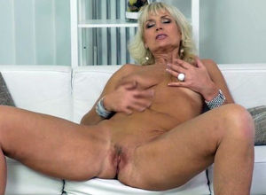 European gilf Roxana frigs her tidily..